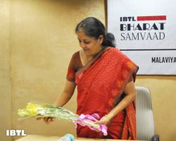 Nirmala Ji being felictitated : IBTL Bharat Samvaad
