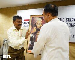 Krish ji felicitating Dr @Swamy39 : IBTL Bharat Samvaad
