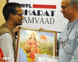 Seshadri Chari Ji being felictitated : IBTL Bharat Samvaad