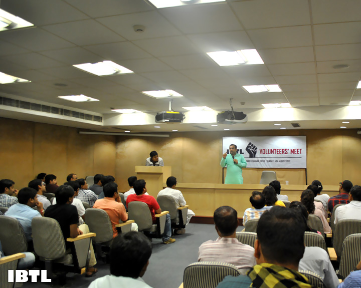 Shri Maheish Girri Ji addressing Social Activists at IBTL Volunteers' Meet, Malaviya Smriti Bhawan