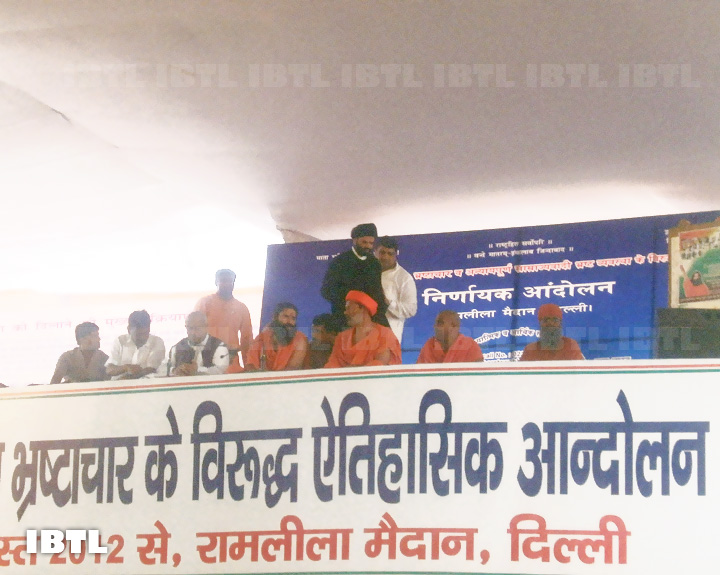 Baba Ramdev at Stage for Nirnayaka Andolan, Ramlila Maidan, Delhi