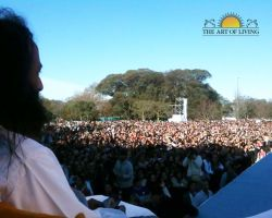 A rapt audience was captivated by Sri Sri's powerful yet simple discourse