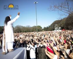 More than 150,000 people meditated with Sri Sri Ravi Shankar