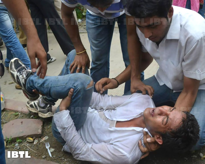 ABVP activist got fracture in his leg in police action