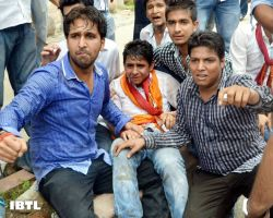 Rohit Chahal & Ankit sitting on road after facing brutal lathicharge