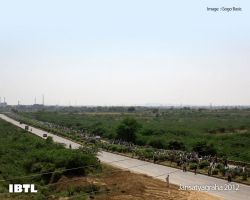 10 kilometers long queue of people on the highway Gwalior to Delhi