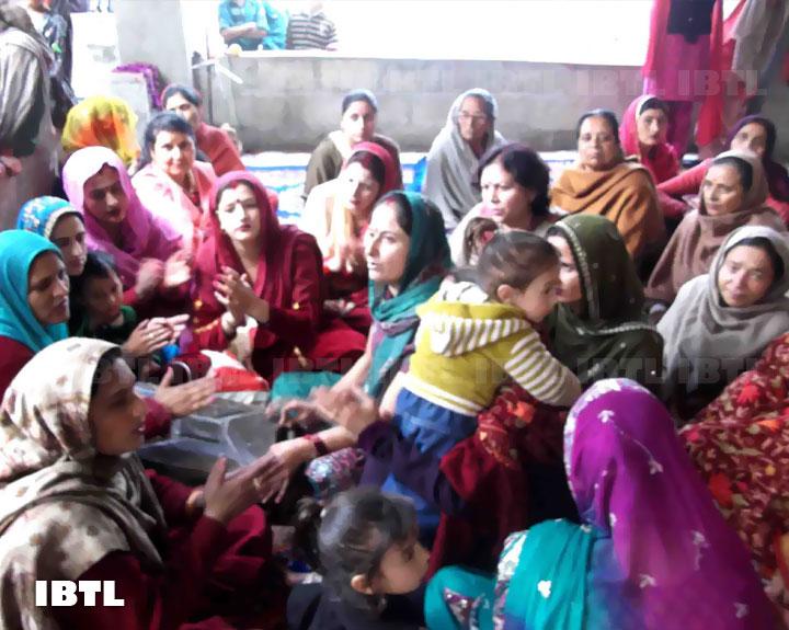 Kashmiri Pandit ladies singing Bhajans at Mata Katyayani Temple