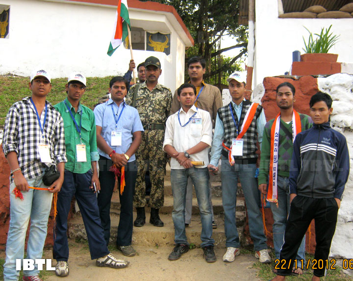 Students of various states at Jammu border with BSF jawans