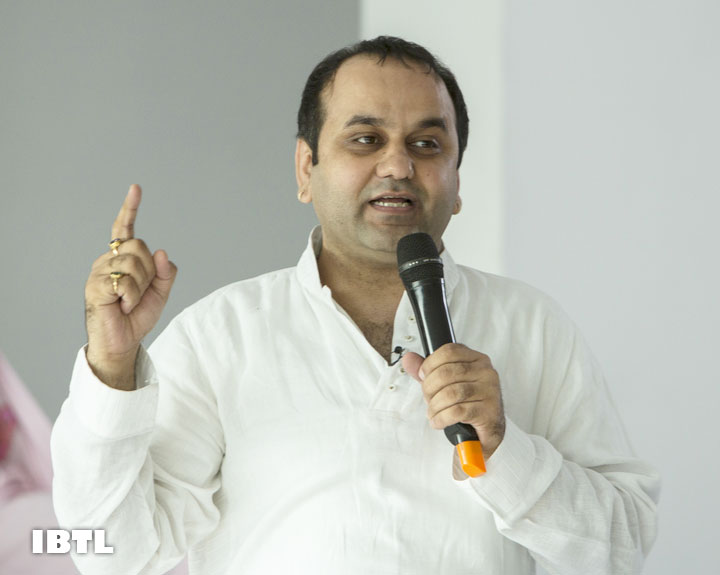 Shri Maheish Girri with 'DISHA' Course Participants