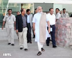 Narendra Modi reviews preperations for 2013 Vibrant Gujarat Global Investors Summit