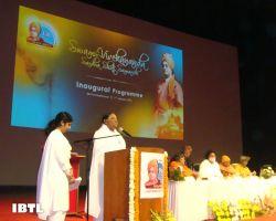 Pujyaa Mata Amritanandamayi Devi speaking