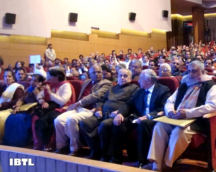 Dr Manmohan Vaidya & other Senior Sangh Adhikari