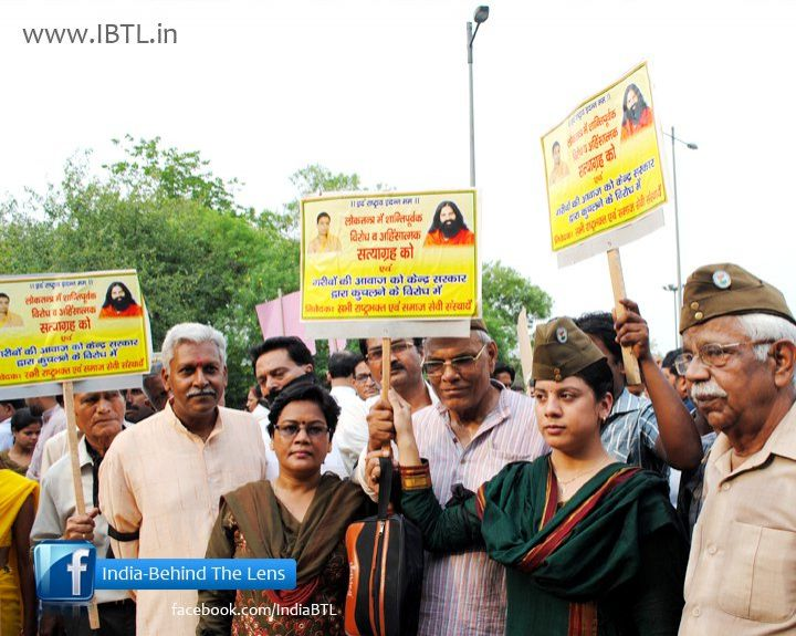 Protest against Baba Ramdev's forcefully eviction from Ramlila ground