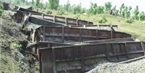 maoists blast, torch mobile towers, Palamu, railway, naxal news, IBTL samachar, IBTL news