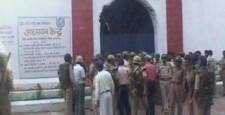 Prisoners, Meerut jail, cops injured‎, inmates clash, uttar pradesh, IBTL samchar, IBTL news
