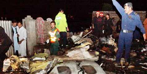 Pakistan air Crash, 127 people killed, Boeing 737-200, Bhoja Air crashed, Rawalpindi, ibtl